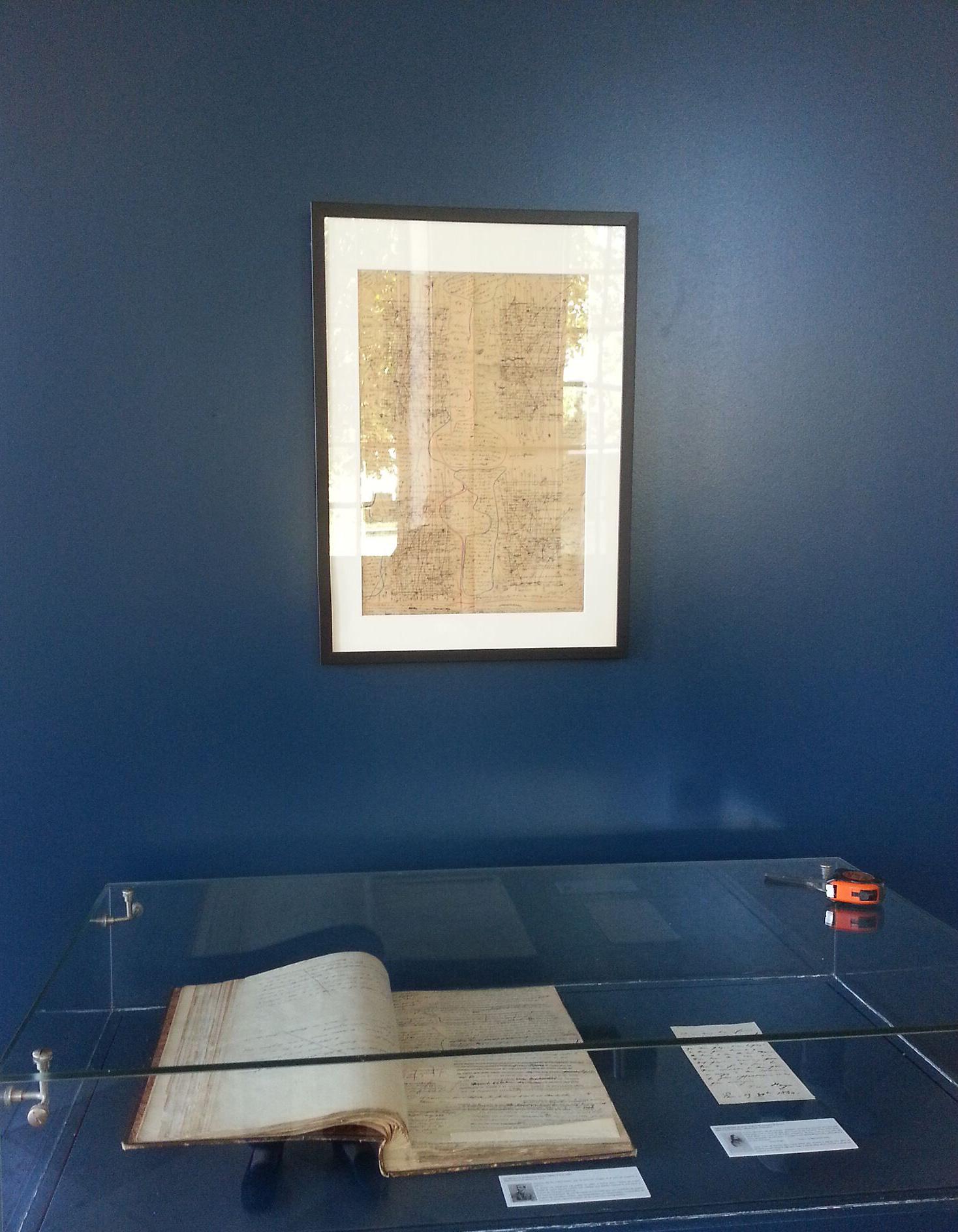L'exposition dans le péristyle du Musée des Beaux-arts