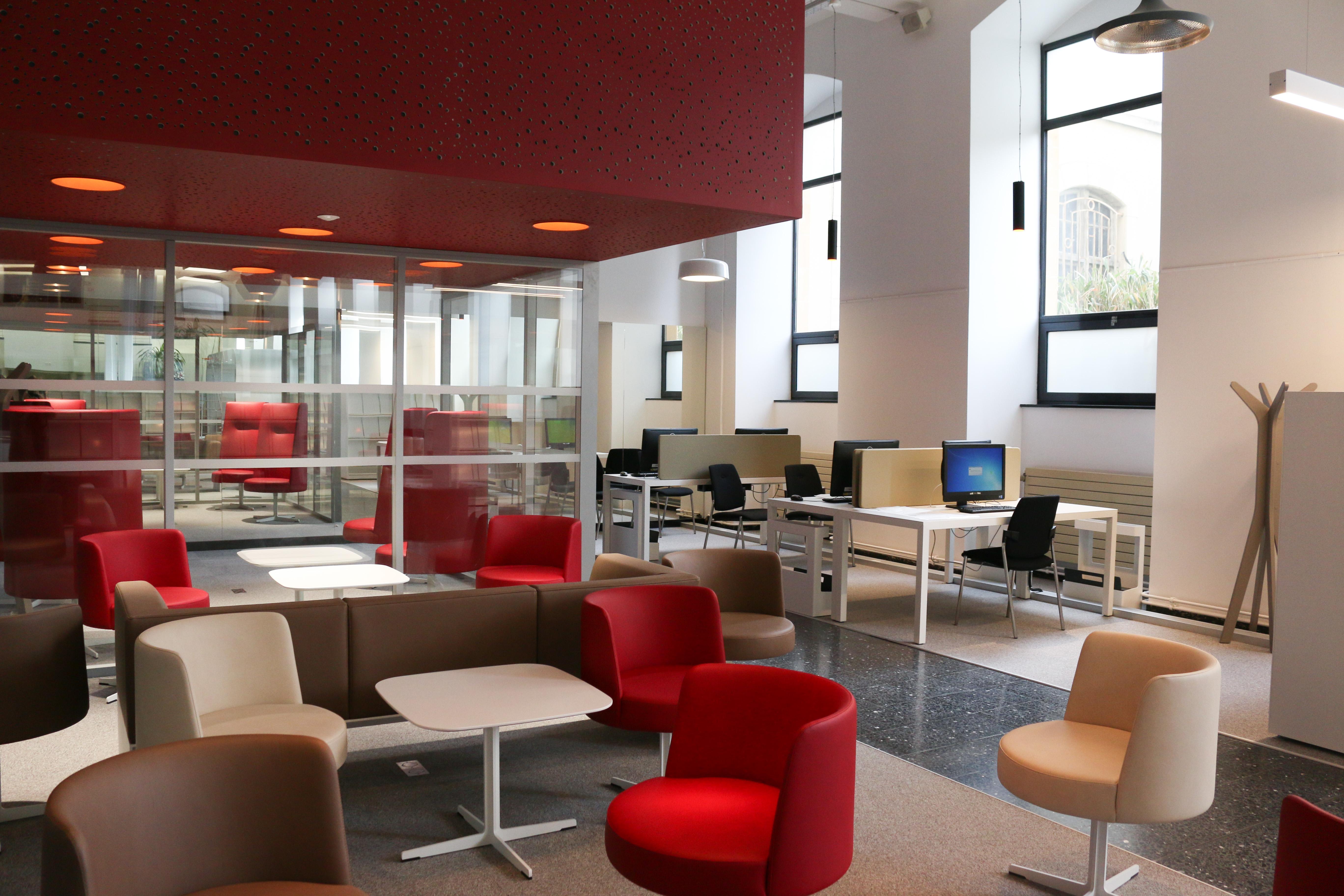 Médiathèque Manufacture : le salon du hall d'entrée